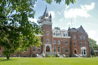 Bishops_University